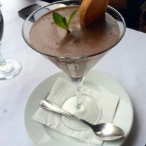 Mousse de chocolate amargo.
